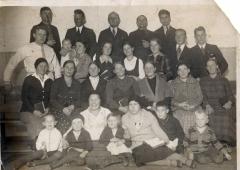 Ангелин с женой и детьми 1932